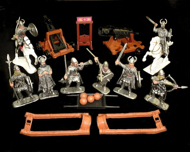 Vikings 8 figures in 6 poses w/2 horses, cannon, catapult and accessories <FONT COLOR=#CC0000>(60mm) </FONT>