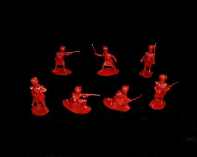 Highlanders 28 figures in 7 poses (red) <FONT COLOR=#CC0000>(54mm) </FONT>