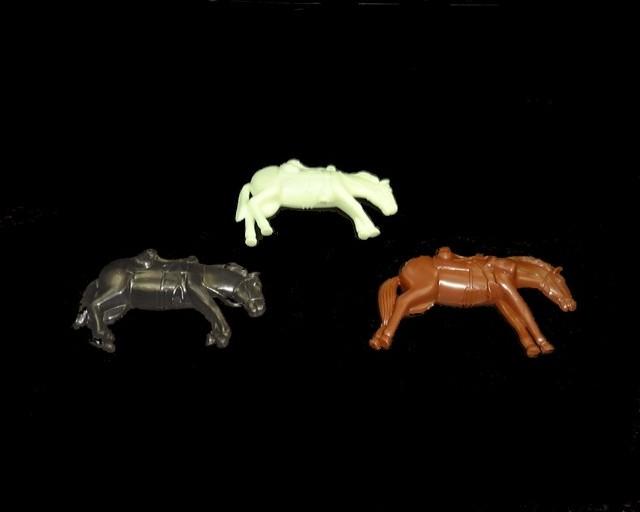 Dead Cavalry Horses 6 in 3 poses (mixed colors)   <font color=#CC0000>(54mm) </FONT>