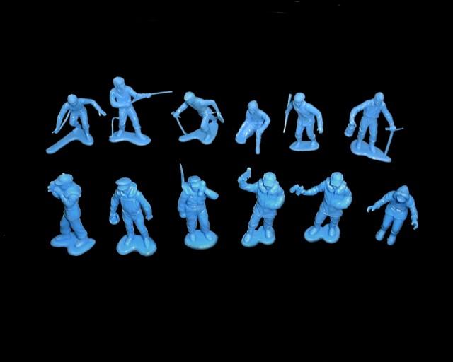 Arctic Explorers 25 figures in 12 poses (blue)  <font color=#CC0000>(54mm) </FONT>