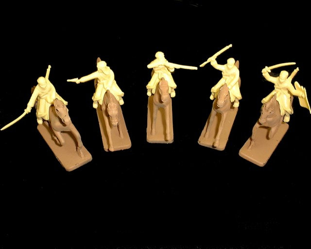 Mounted Arabs 5 figures in 5 poses w/5 horses (cream)  (5487) <FONT COLOR=#CC0000>(54mm) </FONT>