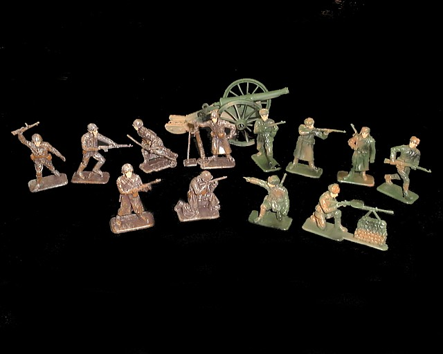WWII Russian Infantry 12 figures w/cannon  (painted) <FONT COLOR=#CC0000>(54mm) </FONT>