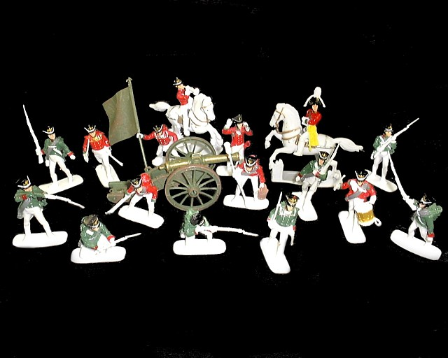 Napoleonic Russian Infantry 16 figures w/2 horses & cannon (painted) <FONT COLOR=#CC0000>(60mm) </FONT>