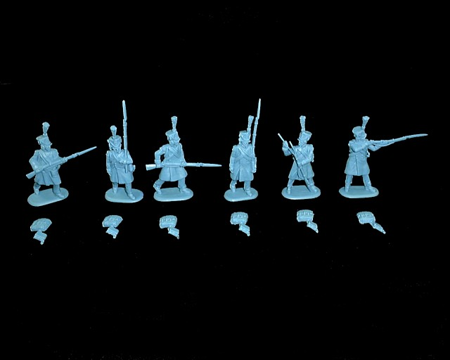 French Elites in Greatcoats 18 figures in 6 poses (blue)  (9310) <FONT COLOR=#CC0000>(54mm) </FONT>