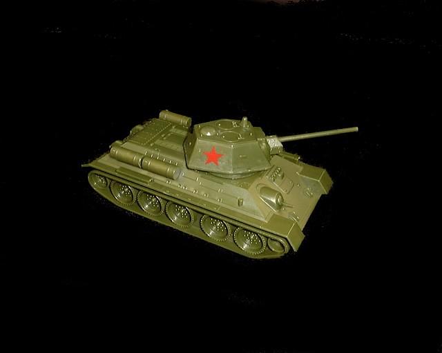 Russian T-34 tank w/insignia (short barrel) (green)  <font color=#CC0000>(54mm) </FONT>
