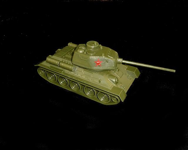 Russian T-34 tank w/insignia (long barrel) (green)  <font color=#CC0000>(54mm) </FONT>