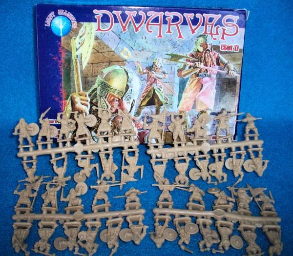 Dwarvas Set # 1--44 figures (Pal72007) 1:72 scale