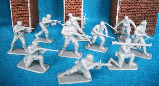 WWII German Fallschirmjager (paratroopers) 54mm (1/32 scale) 10 figures in 10 poses