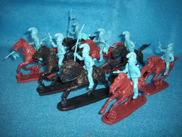 Toy Soldiers of San Diego Alamo Mexican-Napoleonic Helmeted Cavalry (blood red) 8 figures plus 8 horses 1:32 scale (54mm)