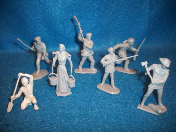 Marx American frontier family figures, 10 in 7 poses, light gray (54mm)