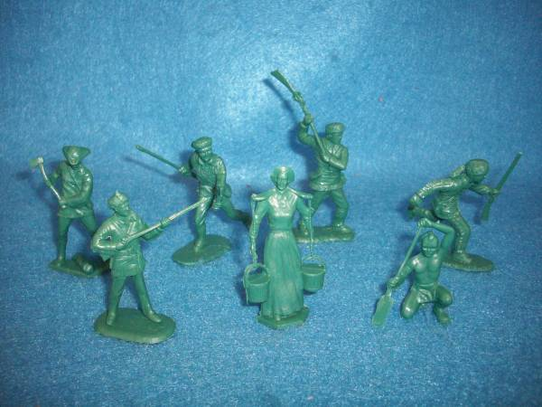 Marx American frontier family figures, 10 in 7 poses,green (54mm)
