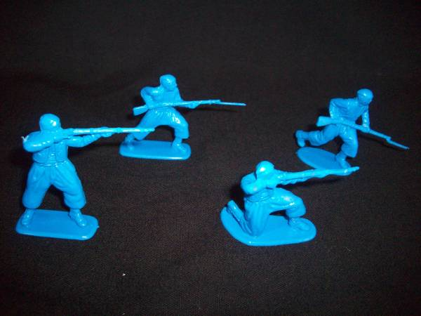 HAT Industries Civil War Zouaves 16 figures in 4 poses in blue 1:32 scale (9001)