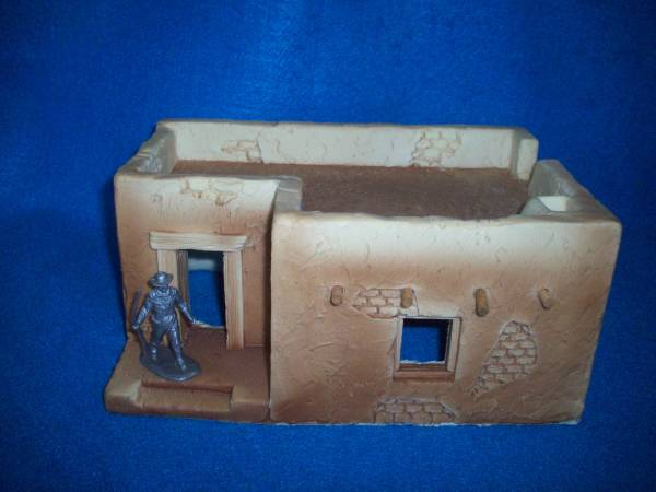 Adobe L shaped building from Churubusco playset by Ron Barzso, 1/32,foam