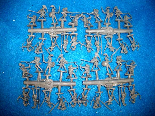Amazons 40 figures in 10 poses (25mm)