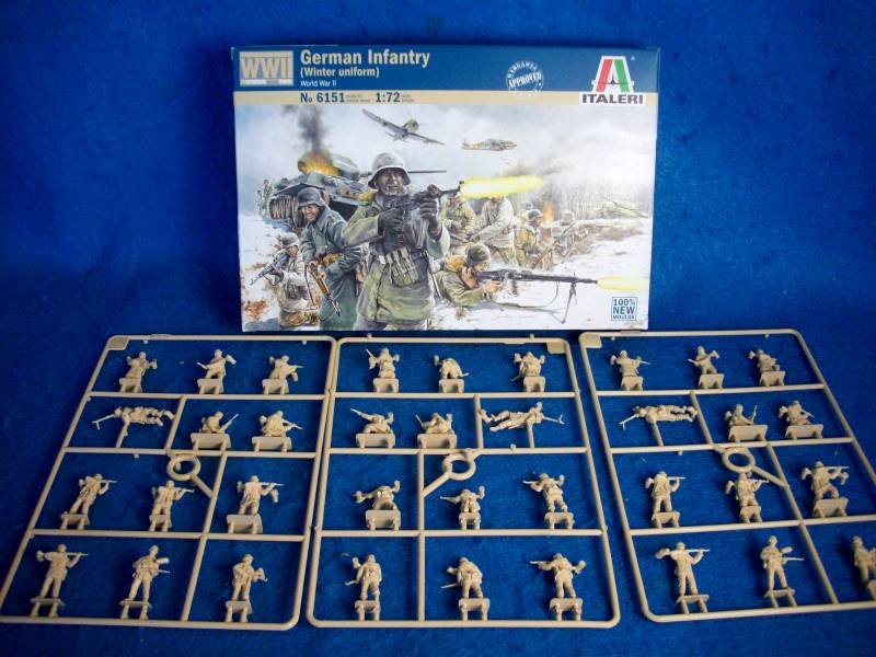 Italeri: WWII German Infantry in Winter Uniforms 36 pieces in 1:72 scale (25mm) (6151)