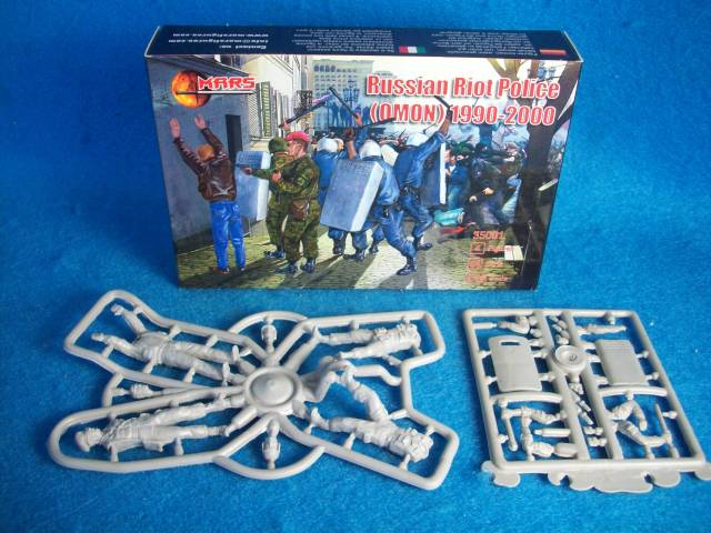 MAR105A RUSSIAN Riot Police 1990 - 00 (1/35) 4 in 4 poses