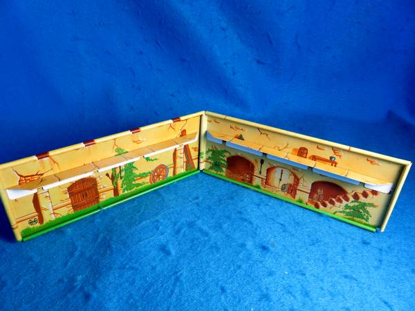 Marx Alamo re-issue Tin Litho Fort Walls with rampart and wallpegs