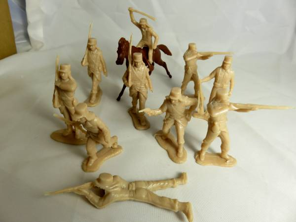 Marx French Foreign Legion10 figures in 8 poses, tan, 2 1/2