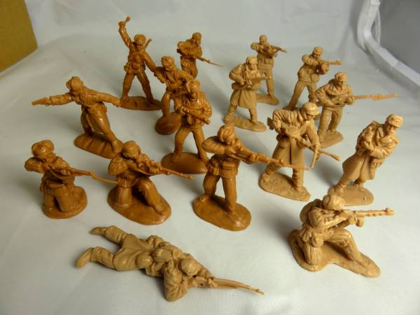 CTS, Combo Set, Korean War, 32 figures, 1 set of 16 North Koreans and 1 set of 16 Chinese