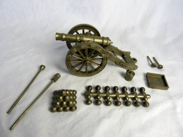 Marx Revolutionary War Cannon in gold (54mm)