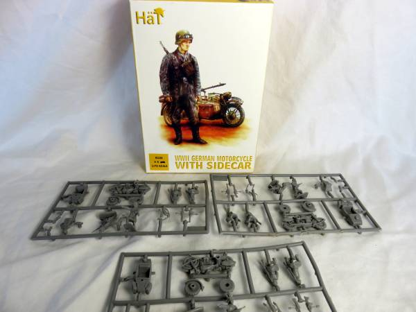 HAT: WWII German motorcycle with sidecar 1:72 scale