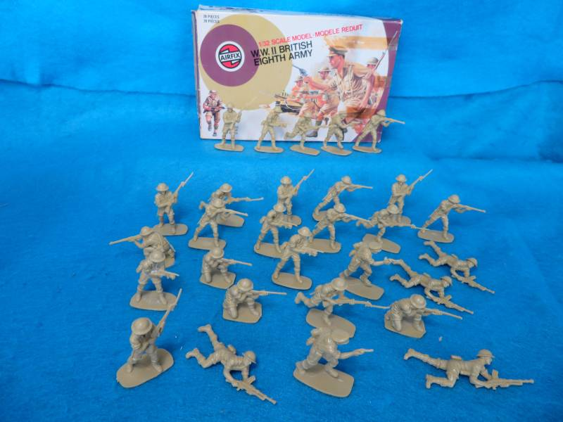 Airfix Vintage 54MM WWII British 8th Army 29 figures in all 7 poses