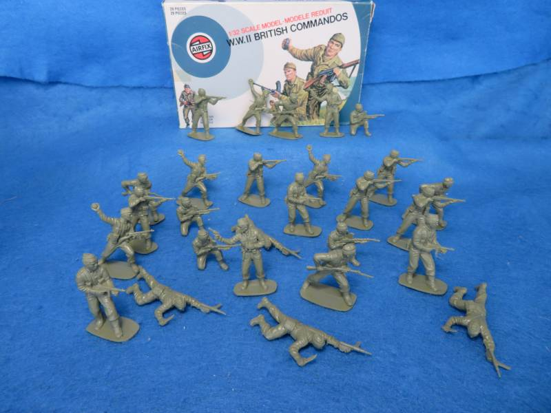 Airfix Vintage 54MM WWII British Commandos 27 figures in all 7 poses