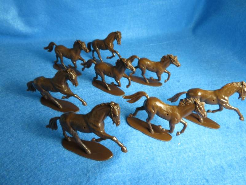 Airfix Cavalry Horses 8 horses in 2 poses (brown) 54MM (no saddles)