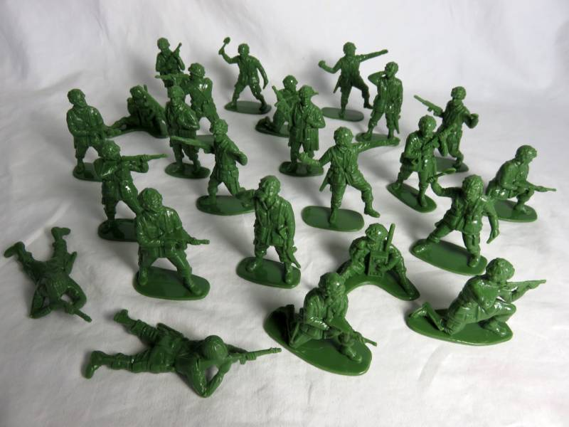 Airfix WWII American Paratroopers 24 figures in 12 poses green