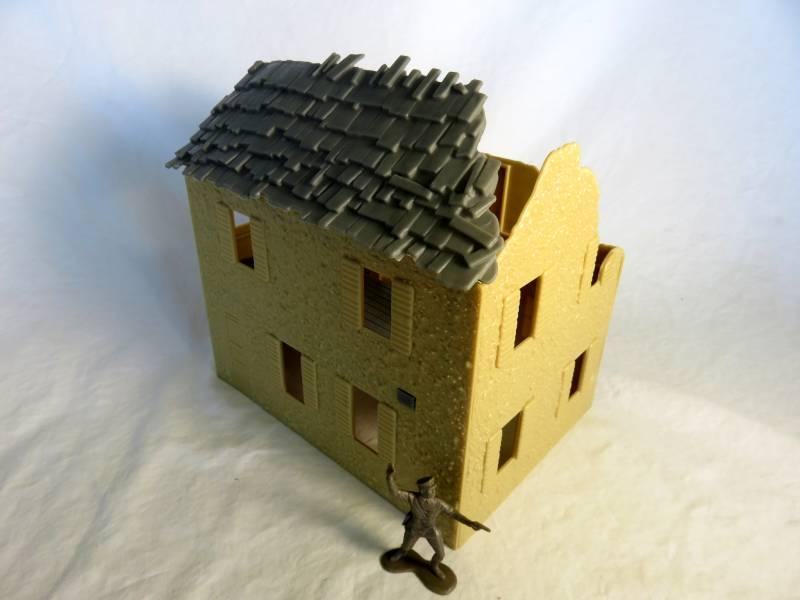 Destroyed Farmhouse 8''L x 6''D x 8''H   <font color=#CC0000>(54mm) </FONT>