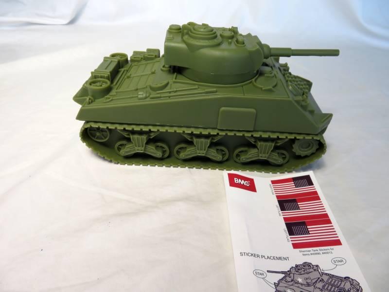 U.S. Sherman WWII tank, olive drab, 1/32 plastic
