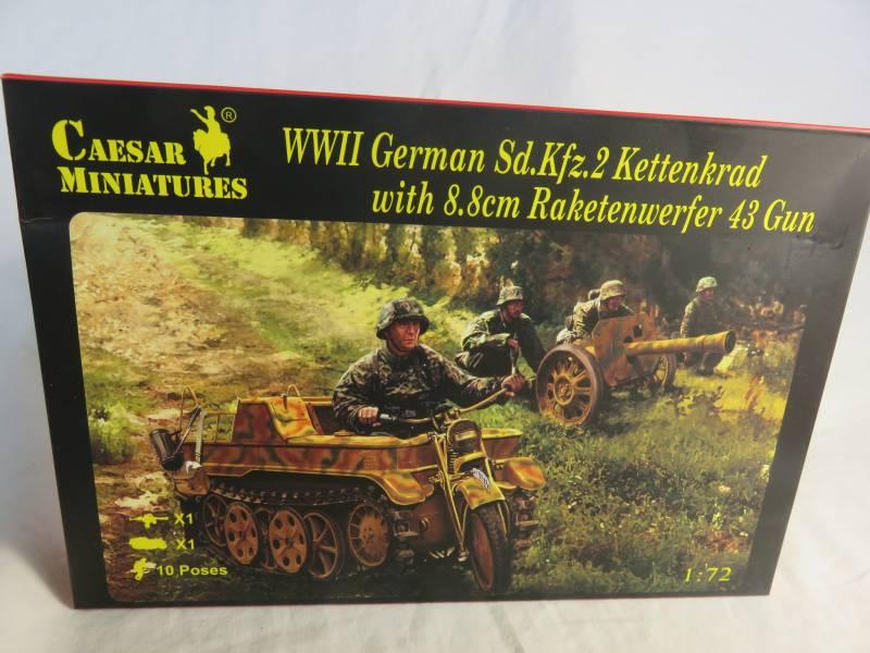 CMF096A WWII German Sd.Kfz.2 Kettenkrad w/ 8.8cm Raketwerfer 43 Gun (25MM)