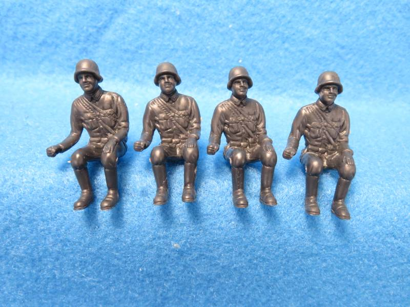CTS/Marx WWII seated German soldiers, 4 figures, dark gray