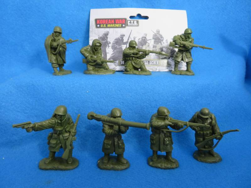 CTS Korean War Marines in winter coats, 16 figures in 8 poses in 1:32 scale