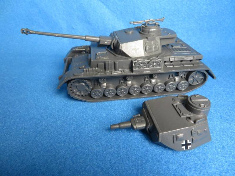 CTS WWII German Panzer IV with a long barrel turret and a short barrel turret