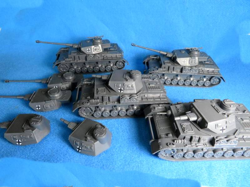 CTS Panzer IV Special: Get 4 Panzer IV Tanks plus a total of 8 Tank Turrets