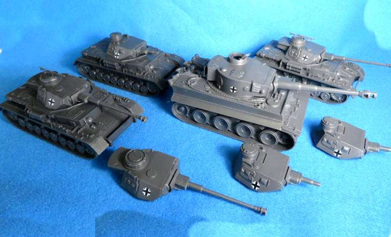 CTS Tank Special: Get 4 Tanks, 3 CTS Panzer IV Tanks, 1 CTS Tiger Tank and a total of 6 Panzer IV Tank Turrets