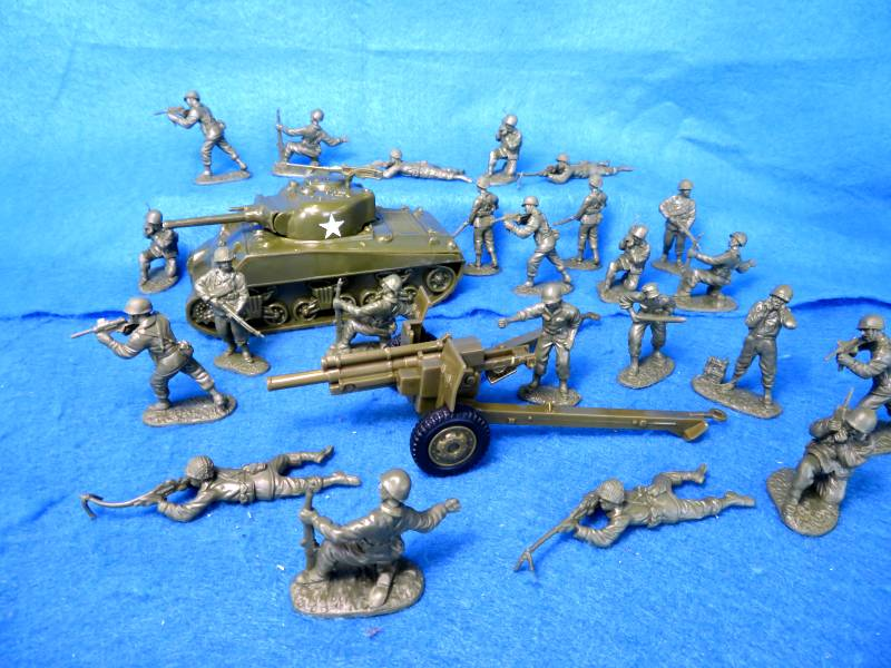 WWII US Combo Set, One US Sherman Tank plus One US 105mm Cannon and 23 US GI's