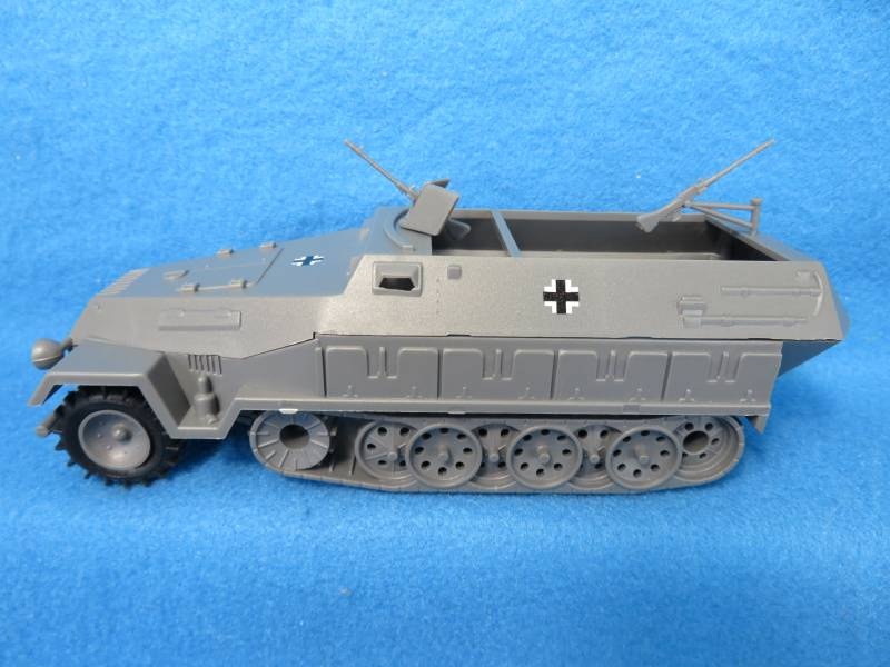 German Hanomag Halftrack (gray) <FONT COLOR=#CC0000>(54mm) </FONT>
