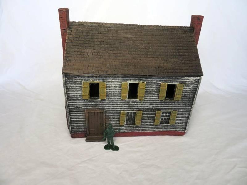 Clap Board House  (11.5''L x 9''W x 10.5''H) <font color=#CC0000>(54mm) </FONT>