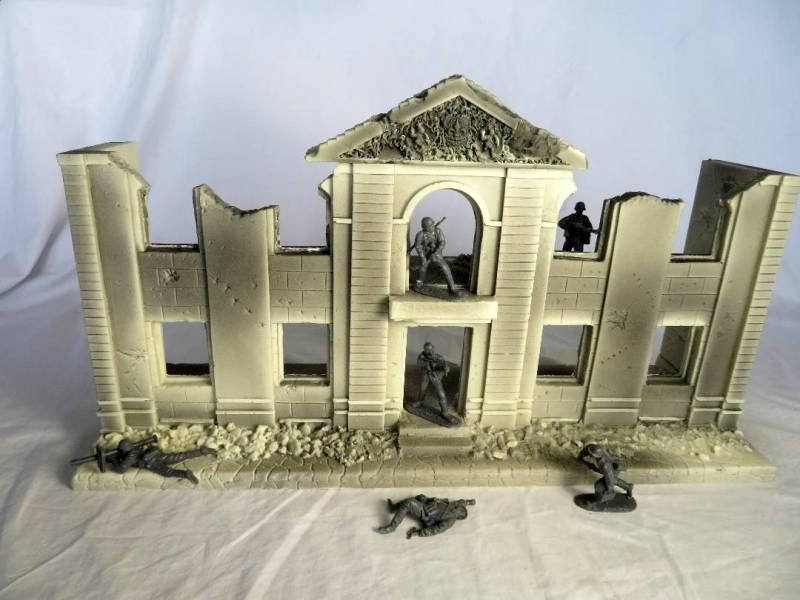 Classic Toy Soldiers New Street Front: Unpainted Version
