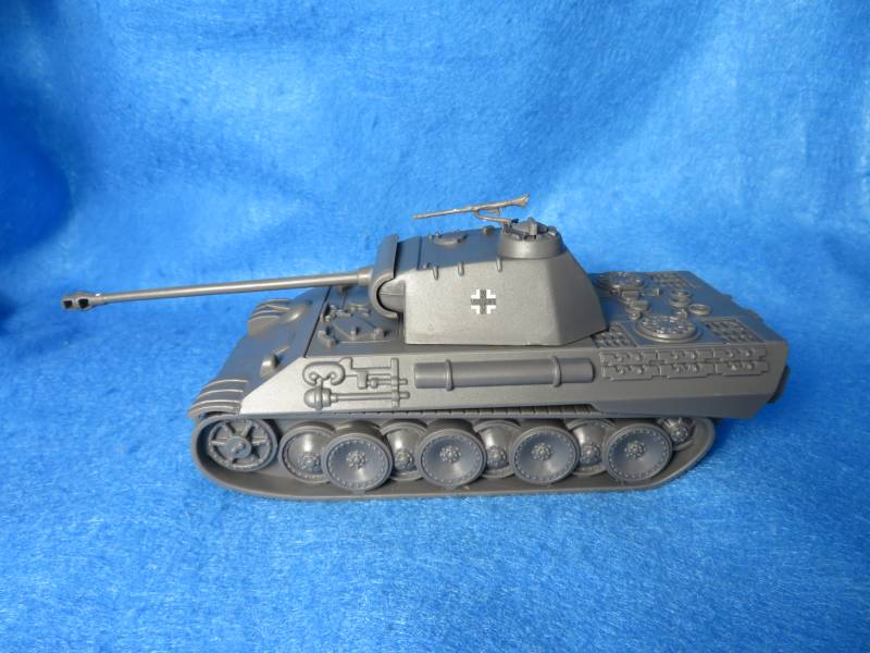 German WW II Panther tank MK V (gray w/insignia)  <font color=#CC0000>(54mm) </FONT>