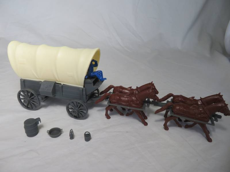 Conestoga Wagon (gray) w/2 different tops (cream), 4 horse hitch and driver (blue) <font color=#CC0000>(54mm) </FONT>