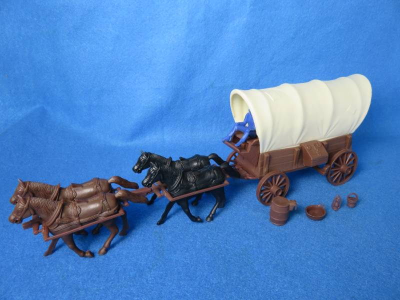 Conestoga Wagon (brown) w/2 different tops (cream), 4 horse hitch and driver <font color=#CC0000>(54mm) </FONT>