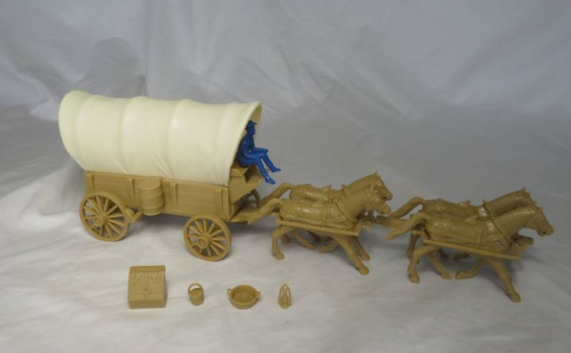 Conestoga Wagon (tan),2 dif cream colored tops w/4 horse team + driver    (54mm) </FONT>