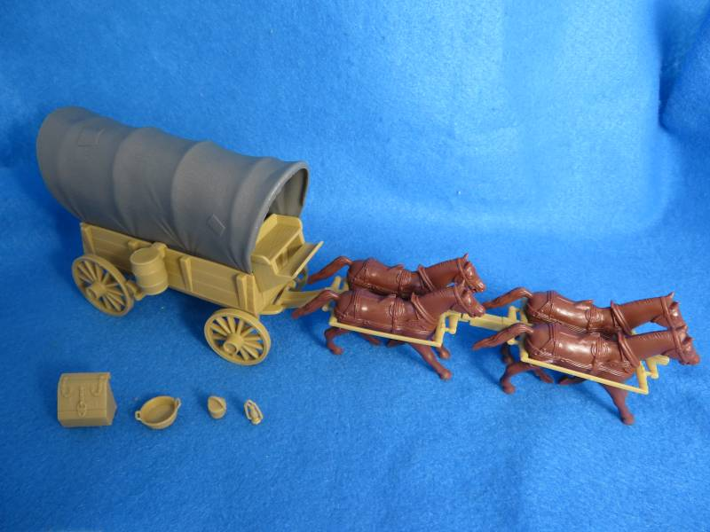 CTS Conestoga Wagon in Tan with two tops in gray with 4 horses in 54mm