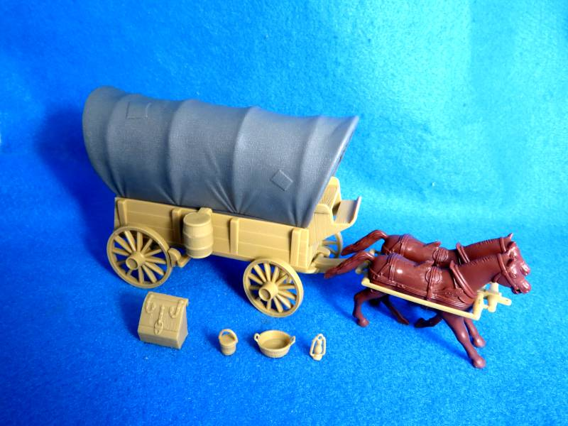 CTS Conestoga Wagon with two tops (gray) plus 2 horses 54mm