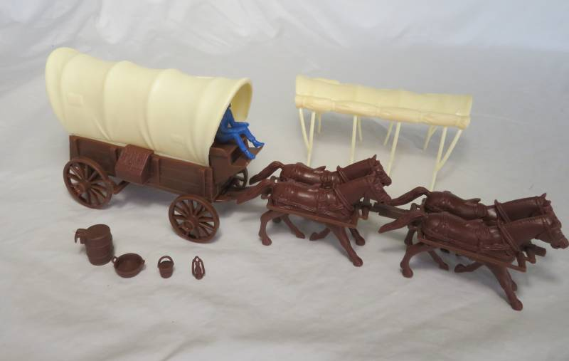 CTS Conestoga Wagon in brown with two tops in cream with 4 horses and driver in 54mm
