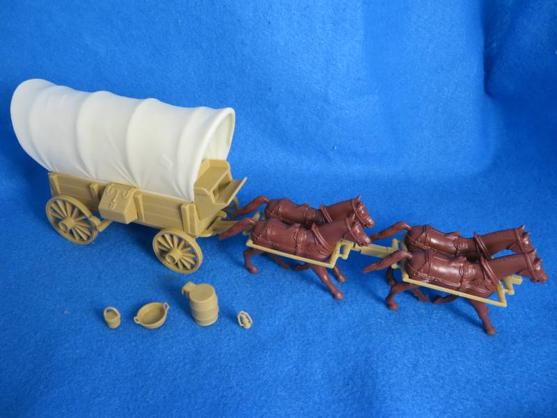 Conestoga Wagon (tan) with 2 different tops (cream) plus 4 horses in 54mm