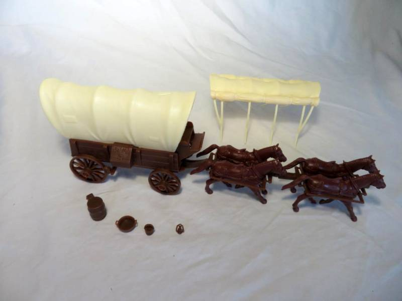 CTS Conestoga Wagon in brown with two tops in cream with 4 horses in 54mm